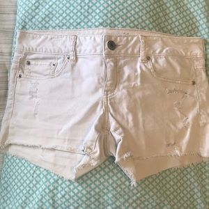 ✨ White American Eagle Denim Shorts!